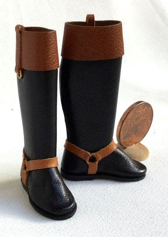 Botas de montar a caballo hermoso y elegante cuero escala 1: