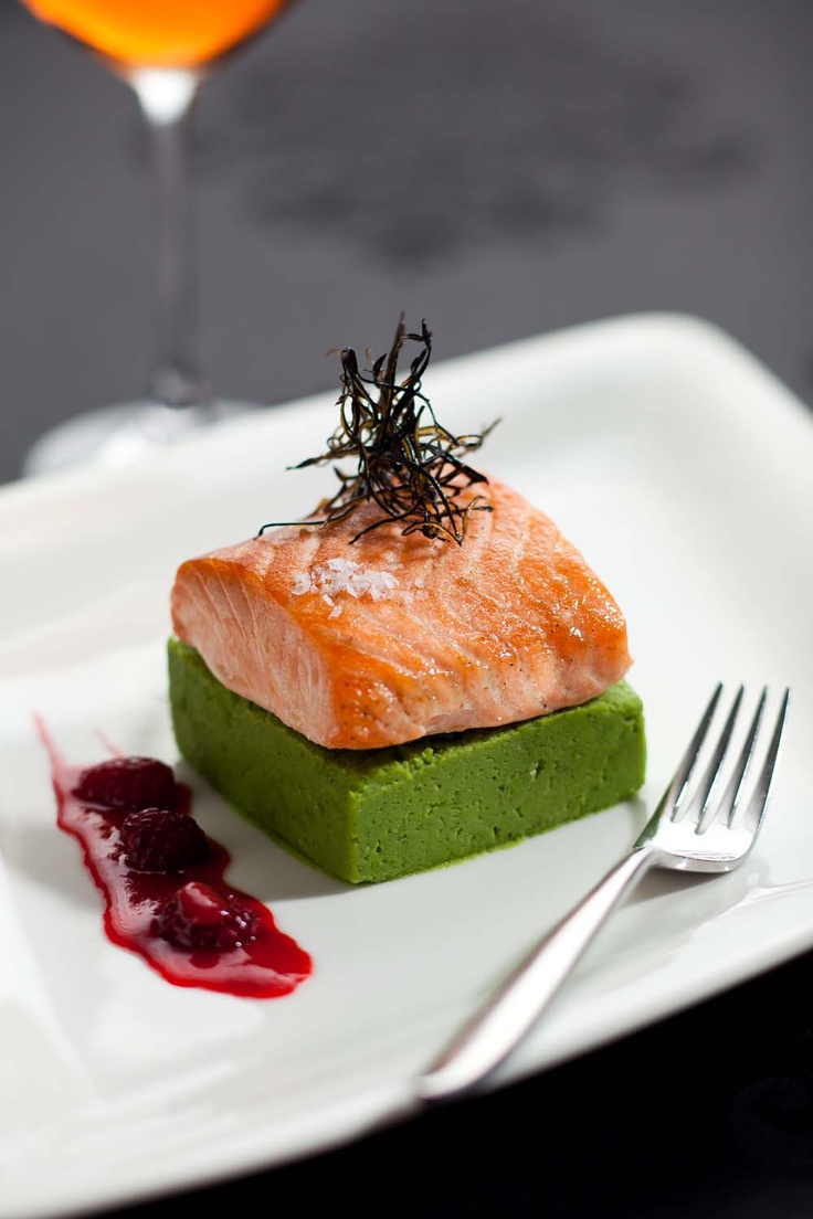 Salmon fillet with minted smoked green pea puree and raspberry vinaigrette