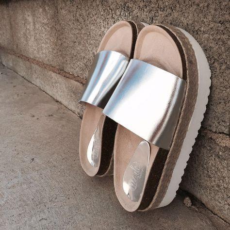 Combina tus mejores looks de verano con las #sandalias con plataforma metalizadas de Marlo's Feelings. ¡Bienvenido Agosto!