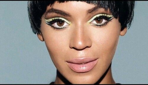 Beautiful Beyonce make up: black liner and light green shadow. Nude lip finish. Gorg!