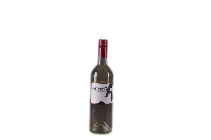 Az egyik legnépszerűbb borunk: a fiatalok és a hölgyek kedvence! SZERETŐ- Móri Chardonnay (2013)  oltalom alatt álló eredetmegjelölésű FÉLÉDES fehérbor Bővebben a borról itt: http://www.geszlerpince.hu/borok-geszler-csaladi-pinceszet-mor/szereto-mori-chardonnay-2013#tartalom
