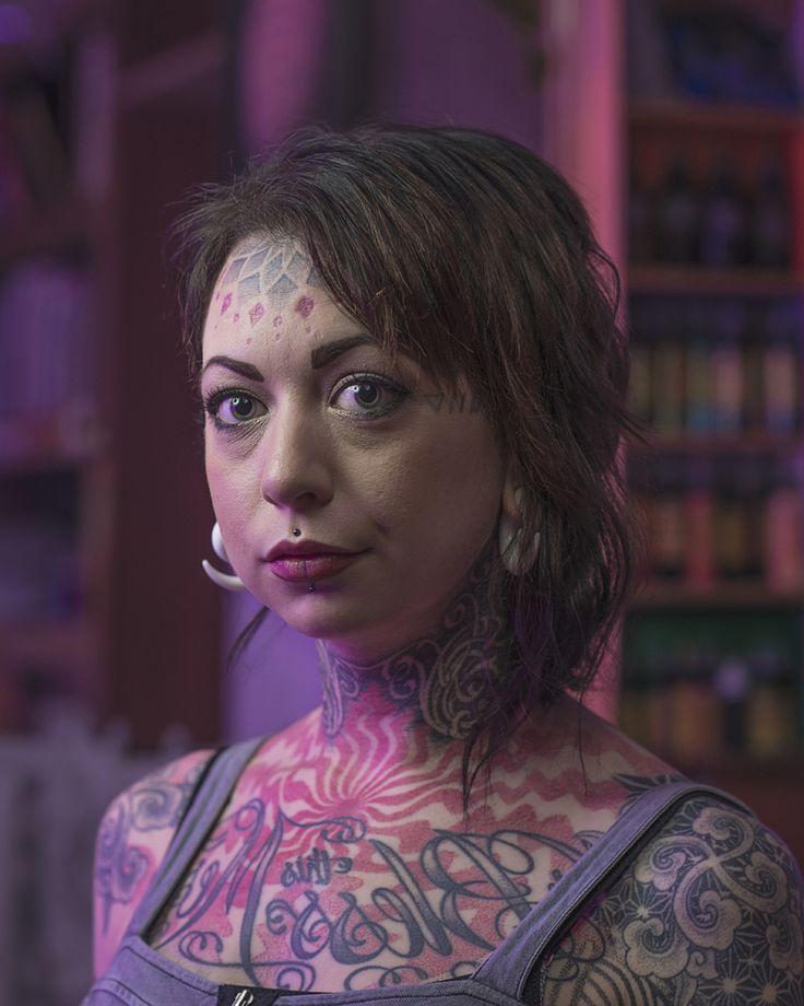 Tatouages faciaux: des photos saisissantes de ceux qui ont franchi le pas