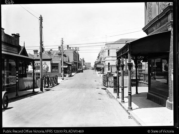 STREET SCENE GREVILLE STREET PRAHRAN LOOKING EAST THROUGH RAILWAY GATES - Public Record Office Victoria