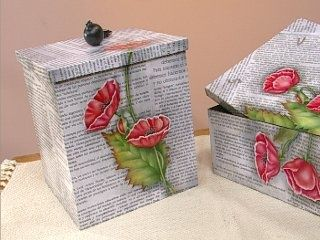 Decoupage y papel de diarios.