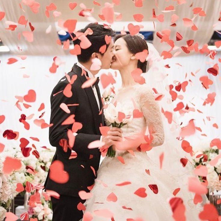 ハート型の紙吹雪を散らそう♡挙式後の演出『ハートシャワー』で使う紙吹雪の作り方♩ | marry[マリー]