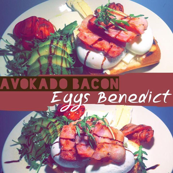 AVOCADO BACON EGGS BENEDICT