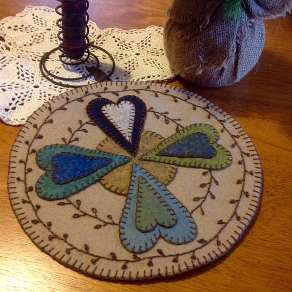 Rustic Hearts primitive wool penny rug by Crooked Crow Crafts https://www.etsy.com/listing/590707575/rustic-hearts-primitive-penny-rug