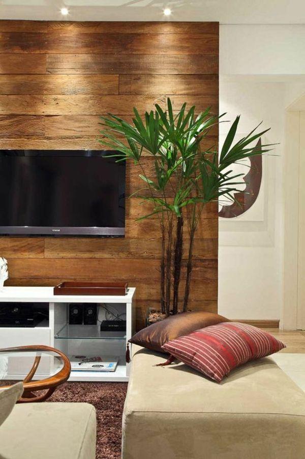 akzentwand wohnzimmer holzpaneele pflanze brauner teppich