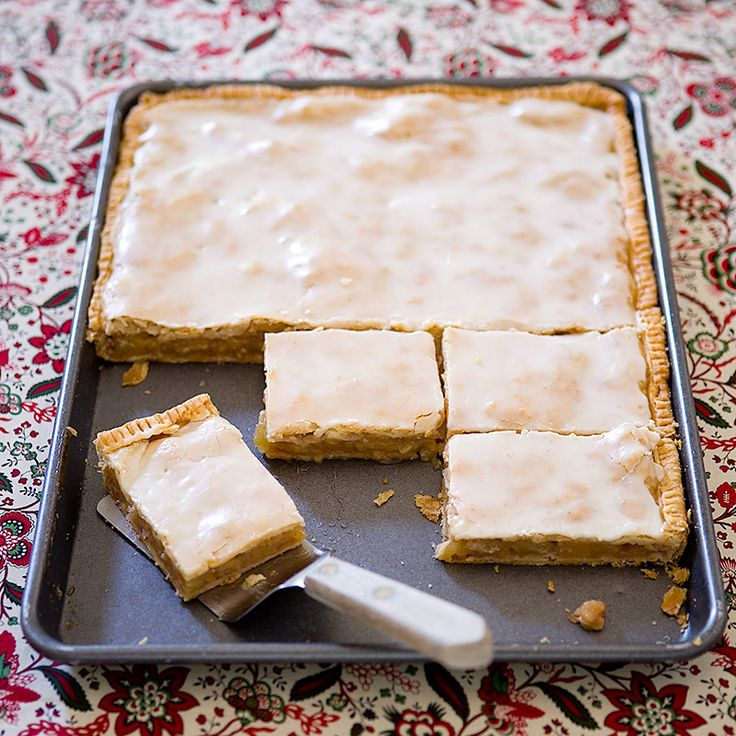 Feeding a crowd? Simplify your pie game and satisfy up to 20 mouths with our sweet and buttery Apple Slab Pie recipe—made entirely in a sheet pan.