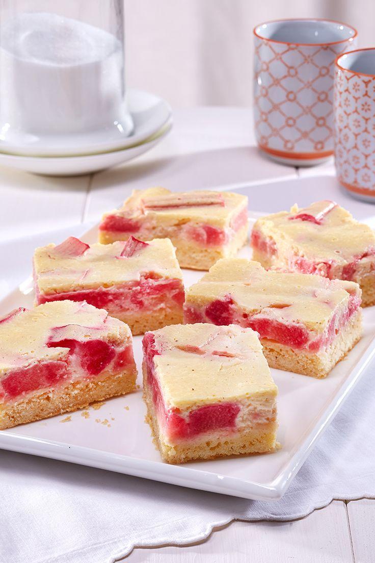 Rezept Rhabarber: Rhabarberkuchen mit Quarkguss: Ein fruchtiger Blechkuchen mit Rhabarber und Quark-Creme Recipe rhubarb cake