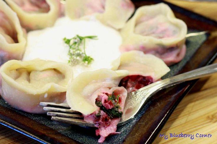 Pierogi z botwinką i serem korycińskim