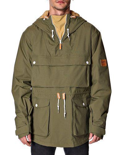 Куртка-анорак Colour Wear с капюшоном. Один нагрудный и два боковых кармана на кнопках. Регулируемый шнурок на талии. Внутренние манжеты. Молния сбоку. Состав: 100% полиамид. Подкладка: 100% полиэстер. Наполнитель: 100% полиэстер.