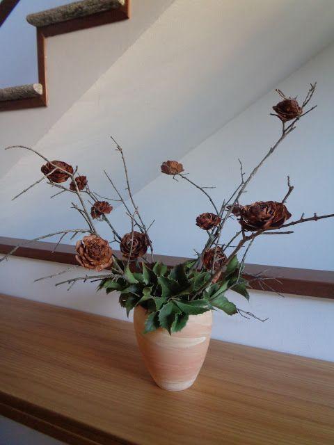How to make a long-lasting winter arrangement longhttps://lefotodiluisella.blogspot.it/2018/01/Decorazione-pigne.html