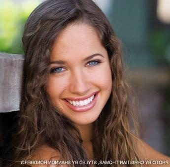 actress Maiara Walsh is absolutely gorgeous