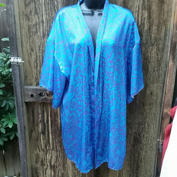 Vintage Val Mode Lingerie Blue Purple Cheetah This beautiful piece of lingerie is in great vintage condition, with the exception of a couple minor stains (see photos). Not really noticable, but can be taken to dry clean for easy fix. No size, but I'm guessing it's a medium-large. Super cute! Brand is Val Mode. Vintage Intimates & Sleepwear Robes