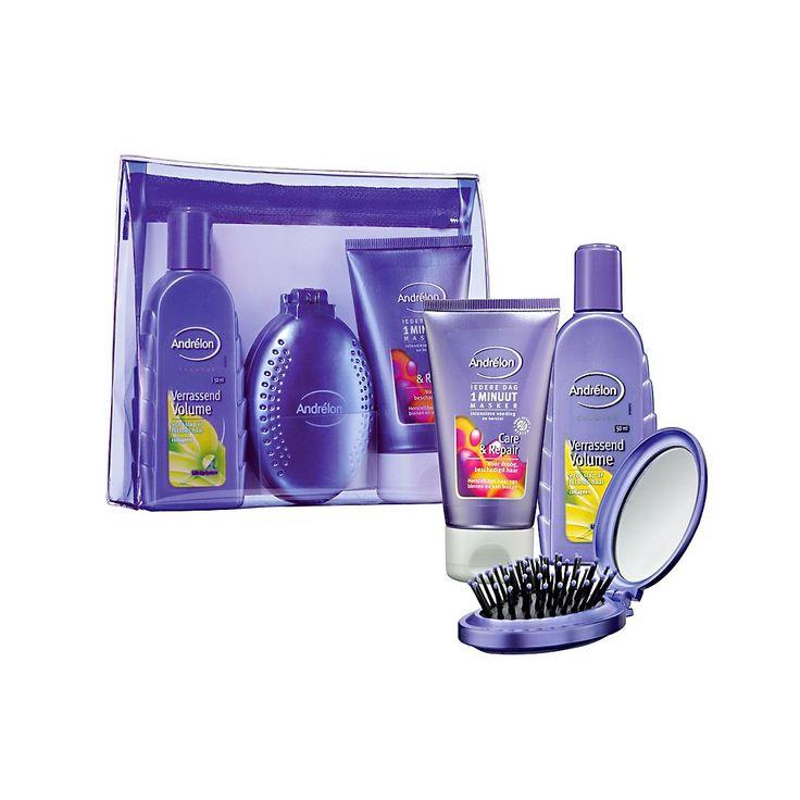 Andrelon Mini travelset is de perfecte geschenkset om mee te nemen op reis. Andrelon Mini Traveltasje is gevuld met Andrelon mini care & repair masker  50ml, Andrelon mini volume shampoo 50ml en mini Haarborstel. #VAKANTIE