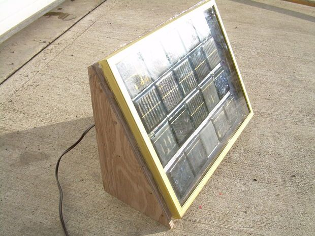This #awesome little #DIY gives a great how to for making your own #solarpanel.