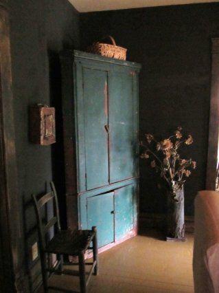 love the cornor cupboard