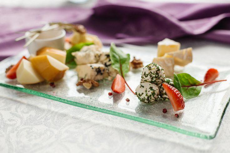 Уважаемые гости!  Приглашаем Вас к нам в ресторан-бар Skalka. Здесь мы готовим блюда из теста, непосредственно после Вашего заказа, из самых свежих продуктов. Кроме блюд из теста, мы предлагаем авторское разнообразие блюд из мяса, рыбы и птицы, а также закусок, которые отлично дополняют нашу винную карту. Приходите попробовать.  #skalka #wine #bar #testo #ресторан…
