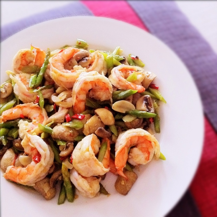 Spicy and Garlicky Stir Fry Shrimps with Asparagus and Button ...