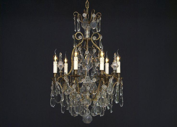 Franse kristallen kroonluchter met 6 lichtpunten  http://www.kroonluchtergalerie.com/nl-NL/collectie/product/542/franse-kristallen-kroonluchter-met-6-lichtpunten