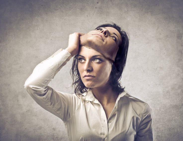 No me es fácil hablar de el, ha sido un desconocido para mi, hasta hace muy poco tiempo, es un tema que tengo que estudiar profundamente, pero hoy te dejo algunas pinseladas sobre El. Y es que la mayoría de los 'problemillas' que nos surgen a diario son solo situaciones mentales creadas por nuestro ego, no son tan graves como creemos. El ego las maximiza y nos hace ver lo que no hay. Así que, para una mayor calidad de vida, intenta controlar tu ego y no dejes que hable, piense o decida por…