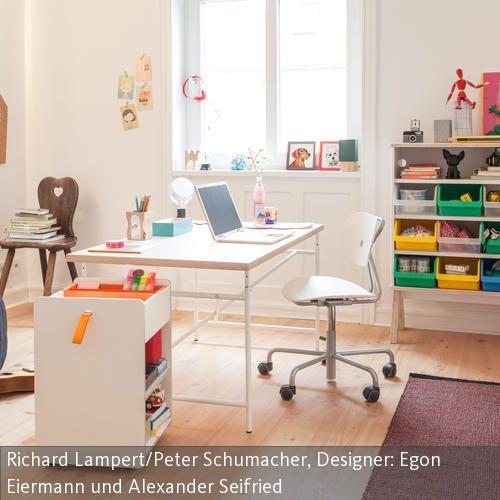 Ein Schreibtisch in der Mitte des Raumes hat den großen Vorteil, dass das Kind beim Arbeiten genügend Platz zu allen Seiten hat und sich nicht eingeengt…