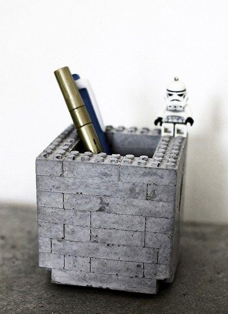 bleistifthalter beton legooptik bausteine selber machen bleistiftköcher eckig quadratisch industriestil design diy do it yourself möbel accessoires deko