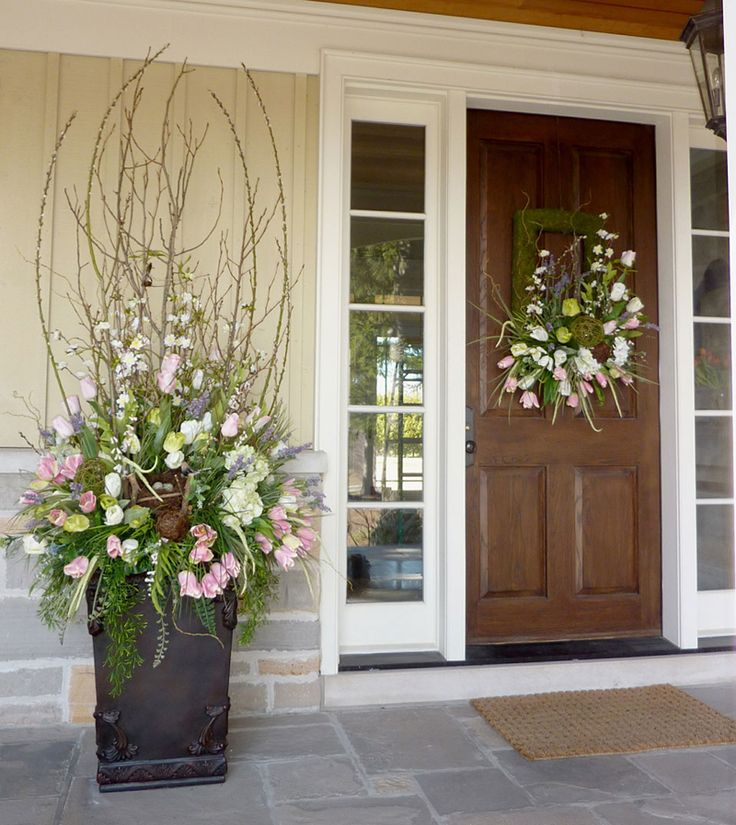Here's a great idea for a spring urn arrangement with a custom matching wreath all designed by Doris at Grand Entrance Design in Bolton/Caledon.  www.grandentrancedesign.com