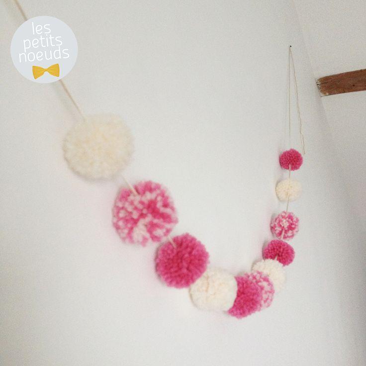 les 84 meilleures images du tableau pompon sur pinterest artisanat de pompons porte cl s et. Black Bedroom Furniture Sets. Home Design Ideas