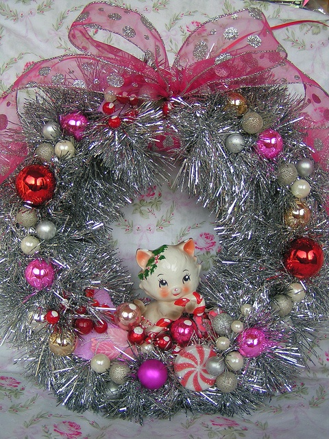 LOVE -- Squeal-worthy cuteness abound on this adorable, kitschy vintage Christmas ornament filled wreath