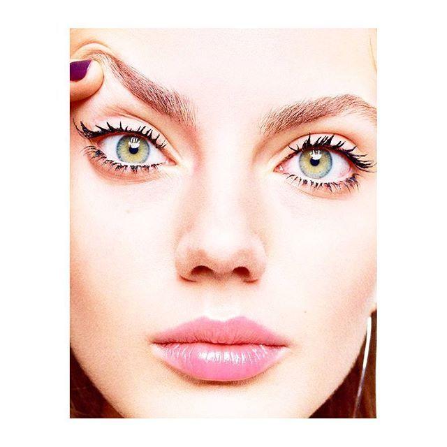 10:48 => ASTUCES Un petit conseil make up pour vos cils : Opter pour un mascara allongeant et volumateur. Appliquer plusieurs couches en haut et en bas en partant de la racine des cils pour les charger un maximum. - Mise en beauté @ysl par @marionrobinemakeup - : @ehartvig Réalisation: @julie_cristobal par: @nolwenndulaz_marieclaire : @viviane.mi - #astuces #makeup #beauty #yvessaintlaurent #makeupartist #conseils #cils #naturel #marieclairefr  via MARIE CLAIRE FRANCE MAGAZINE OFFICIAL…