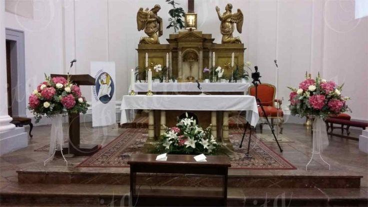 svatba-v-kostele-svateho-krize-praha-kvetinova-vyzdoba-hortenzie-ruze-hledik-10
