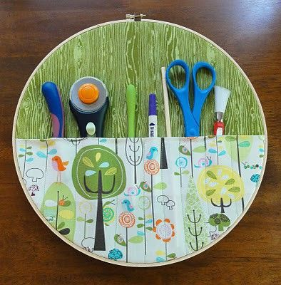 embroidery hoop as organizer for sewing stuff !!: Organizations Crafts, Creative Ideas, Tools Organizations, Crafts Rooms, Kids Art, Wall Pockets, Sewing Rooms, Embroidery Hoop, Storage Ideas