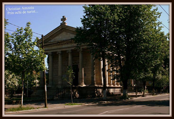 The greek church of Bucharest. Built to resemble an old greek temple... http://prinochideturist.wordpress.com/2013/05/17/biserici-inedite-ale-capitalei-part-1/