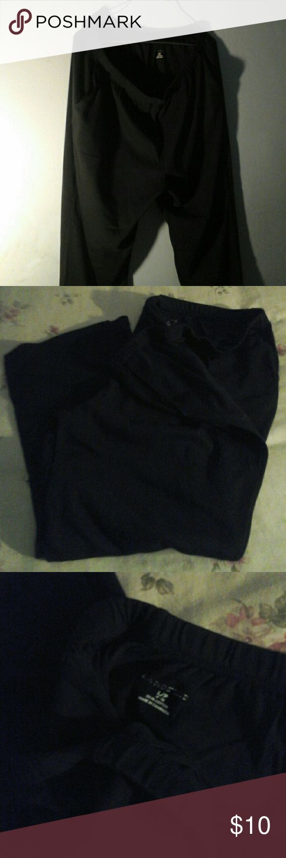Ladies Lands end 100 % cotton pants.  Size Lg peti Ladies black 100%cotton pants with 2 deep side pockets. Elastic waist, size Large  petite.  Great for all occasions indoors and outdoor. Pants Boot Cut & Flare