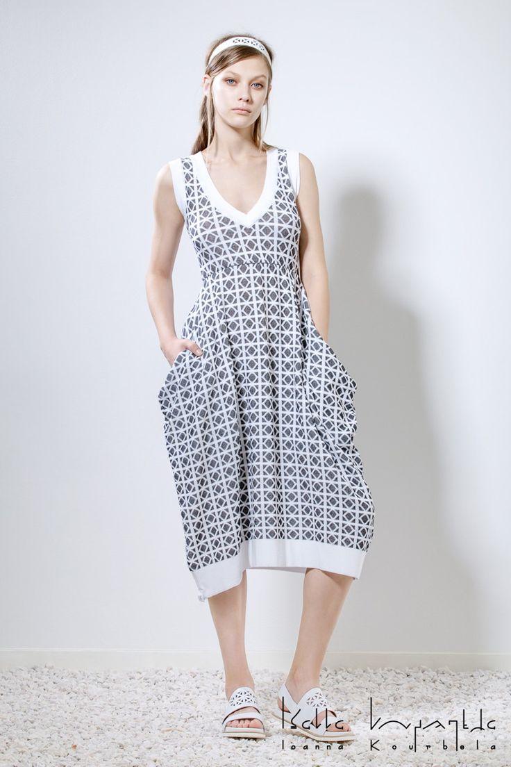 IOANNA KOURBELA Spring 2016 16106 Fabric Composition 70% Viscose, 30% Polyester