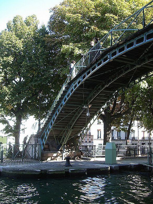 The canal saint martin in the 10th is a picturesque place to take a stroll ride a bike or have - Canal saint martin restaurant ...