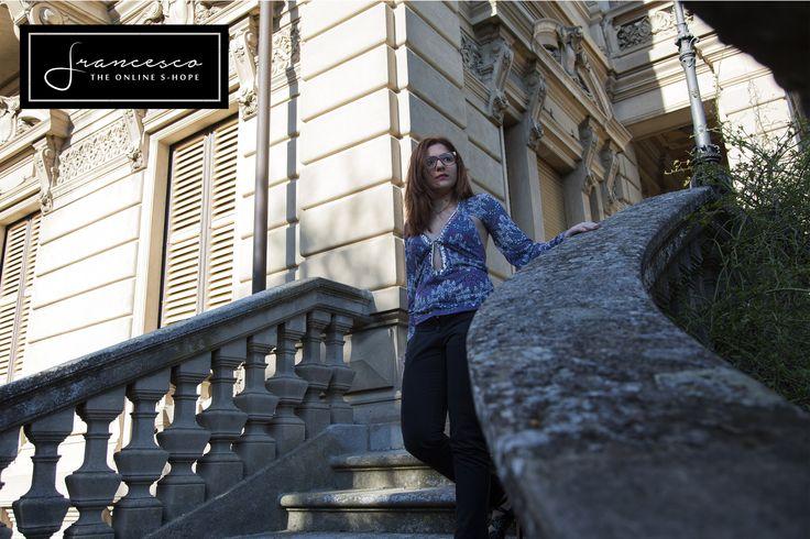 Patrizia Pepe floreal shirt. Maglia Patrizia Pepe stampa floreale e paillettes.