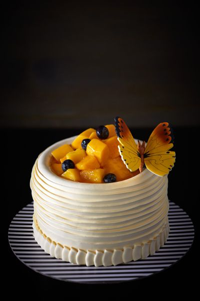 MANGO BANANA CREAM CAKE