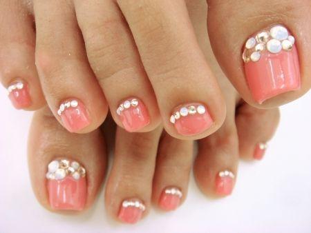 Peach and rhinestones toe nails