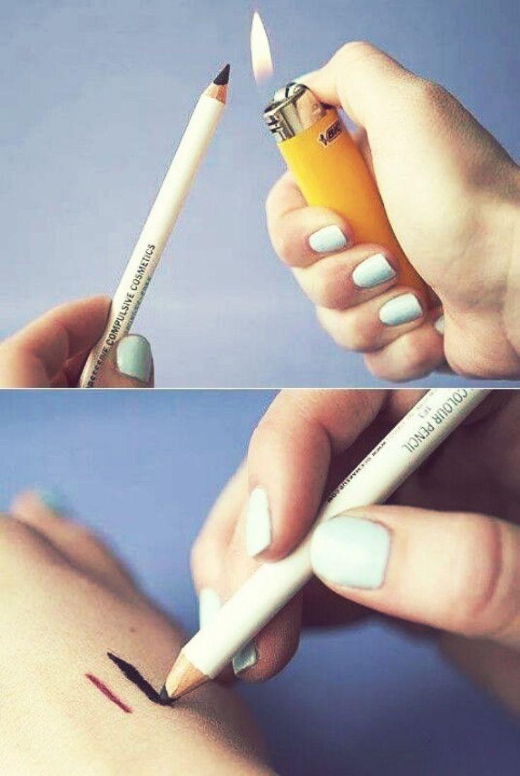 14 Truques de beleza para a hora de se arrumar em casa - Para um traço de lápis preto poderoso aqueça a ponta do seu lápis de olhos com um isqueiro ou fósforo por alguns segundinhos.
