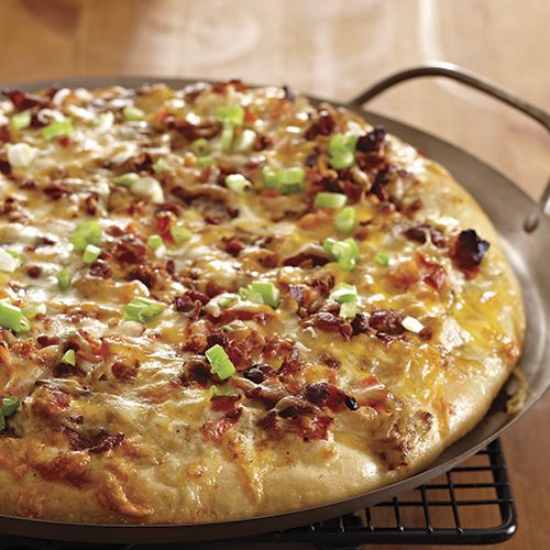 Chicken, Bacon & Ranch Pizza - The Pampered Chef®.  Love this on the grill.  Also works beautifully in the Roasting Pan.