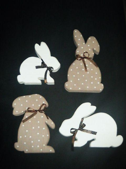 Hasenfamilie aus Holz im Shabby Chic by dreamshop, Produktbeschreibung Vier Hasen möchten mit Dir Ostern feiern. Sie haben sich auch schon hübsch gemacht. ...