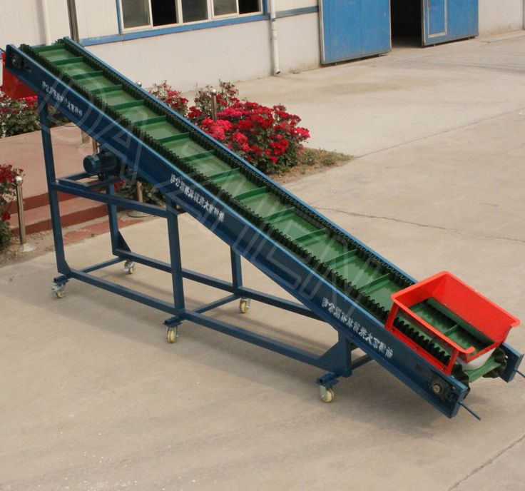 Corrugated sidewall and cleated belt conveyor.