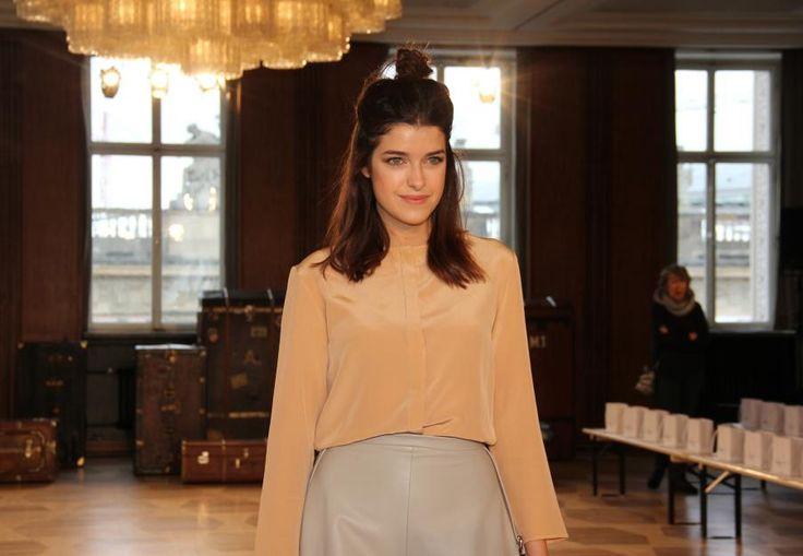 Mit langen Haaren und Blogger-Dutt zeigte sich Marie Nasemann noch bei der Fashion Week Berlin. So sieht sie jetzt aber nicht mehr aus...