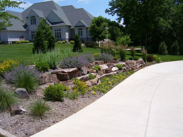 1000 images about hillside landscaping on pinterest for Front garden drive designs