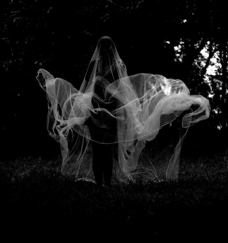Women of mist and vapour: inspiration for the chthonic goddesses known as the Graces