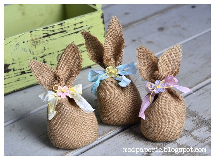 Burlap bunnies that are so easy to make. (Cute favors for easter guests)