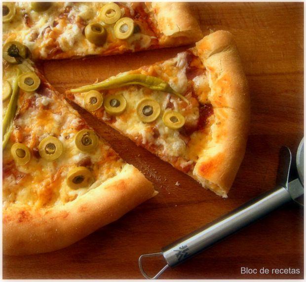 Bloc de recetas: Pizza con el borde relleno de queso
